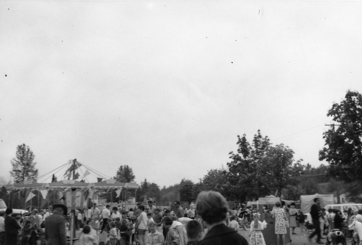 Crowds at Lynn Valley Day, 1967. Item: 26-19F-15.