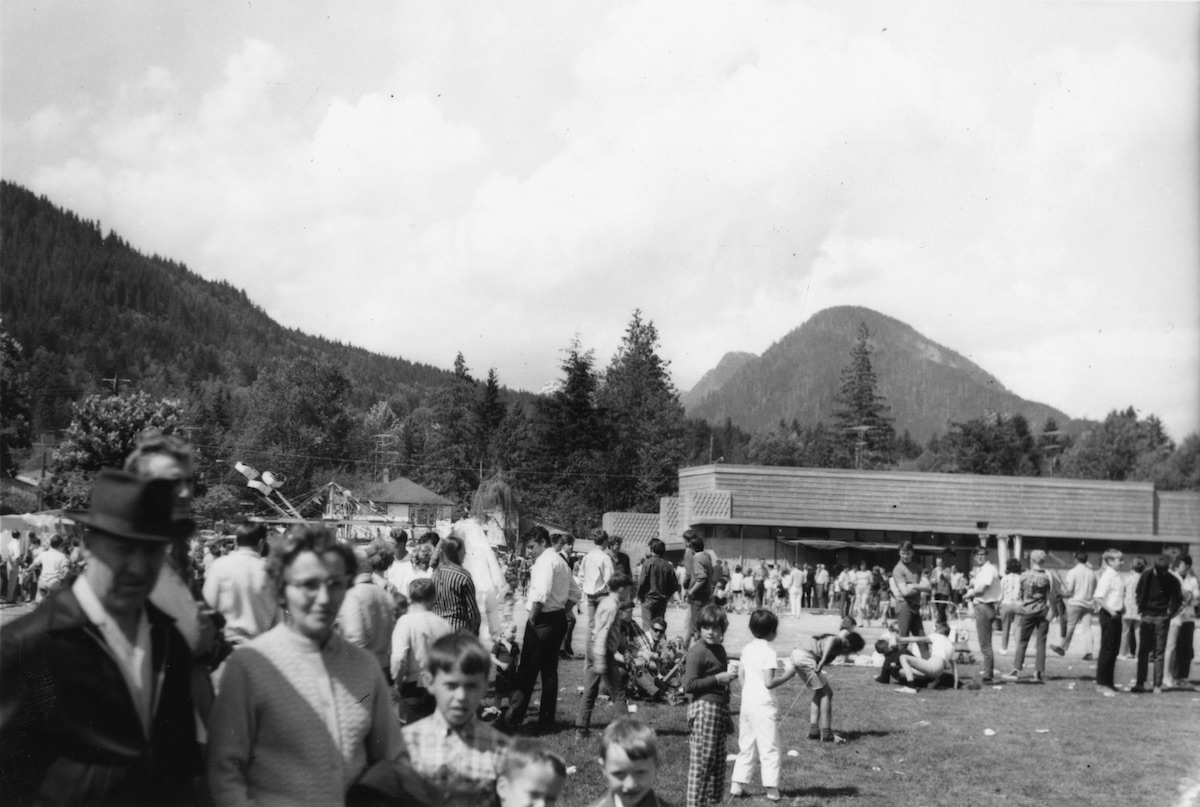 Crowds at Lynn Valley Day, 1967 or 1968. Item: 26-19F-19.