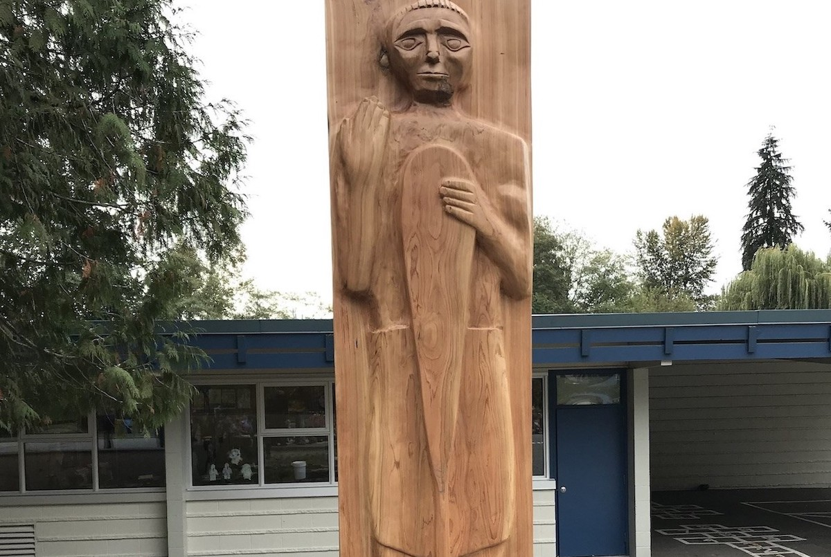 Welcome Pole at L'École Cleveland Elementary